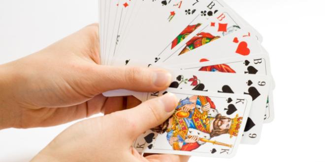 Kartenspiel 660x330 - Der deutsche Spielemarkt wächst und wächst